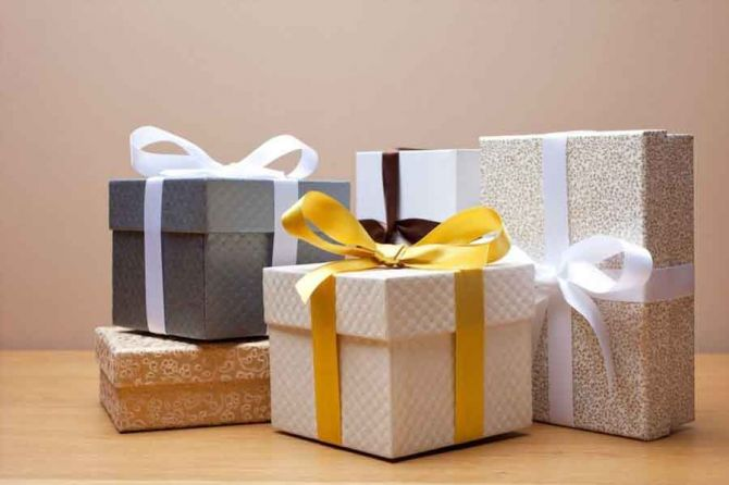 How-to-Make-Your-Gifts-Look-Special-by-using-Custom-Gift.jpg